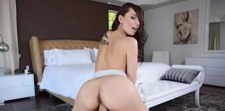 Aidra Fox VR Porn