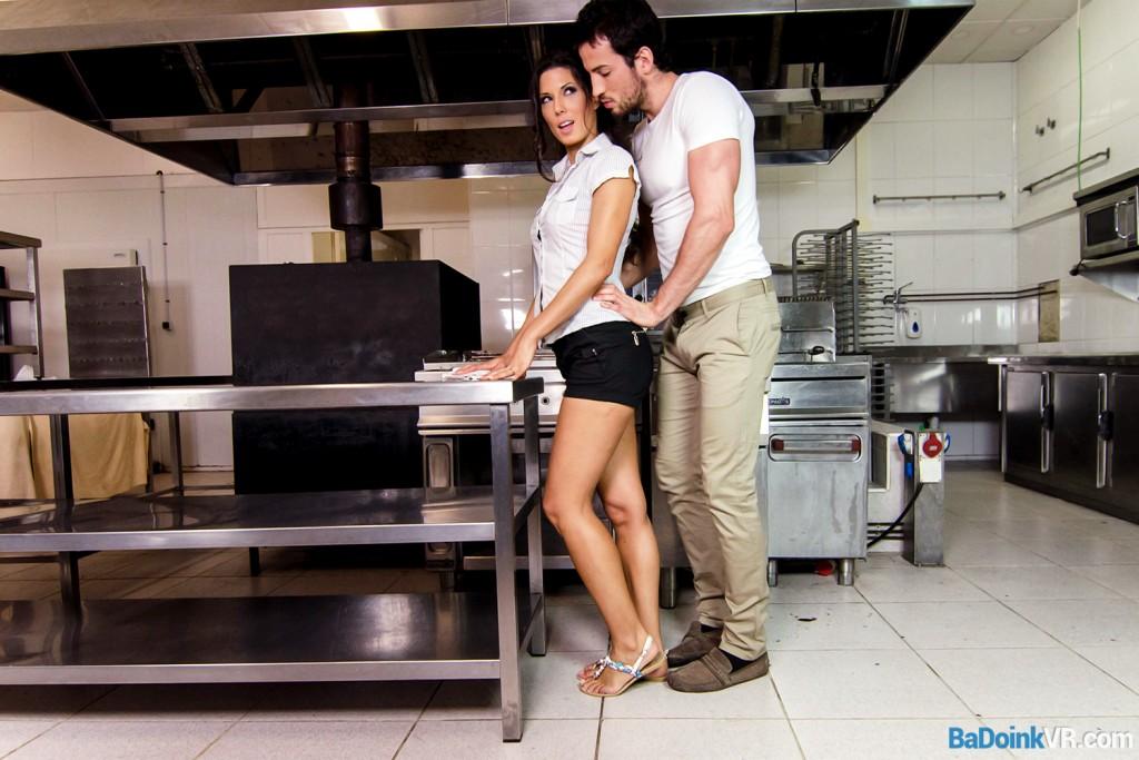 Vr Voyeur Porn With Alexa Tomas Cleanbing The Kitchen -1966