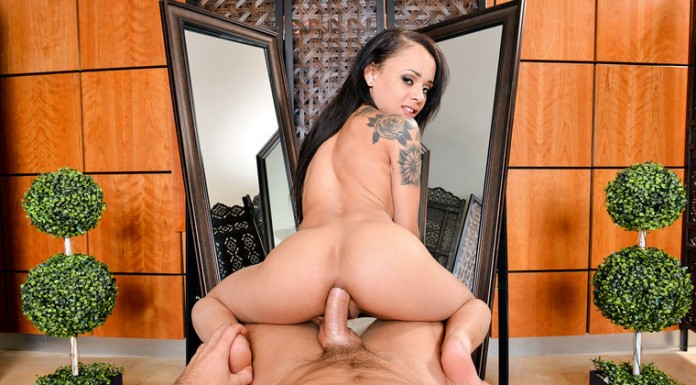 Fuck Petite Virtual Reality Star Holly Hendrix in the Ass